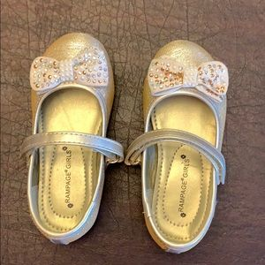 Rampage Girls Gold Sparkle dress shoes